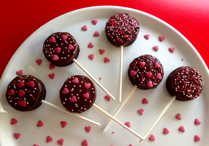 Make Chocolate Oreo pops